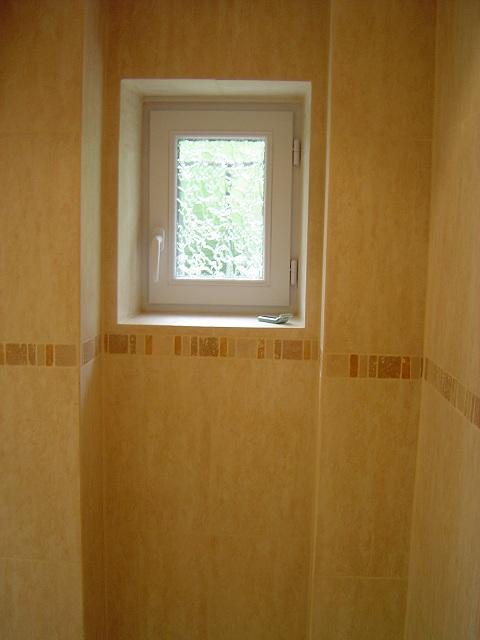 Petite Fenetre Salle De Bain Amnagement Salle De Bains Sans - Petite fenetre salle de bain